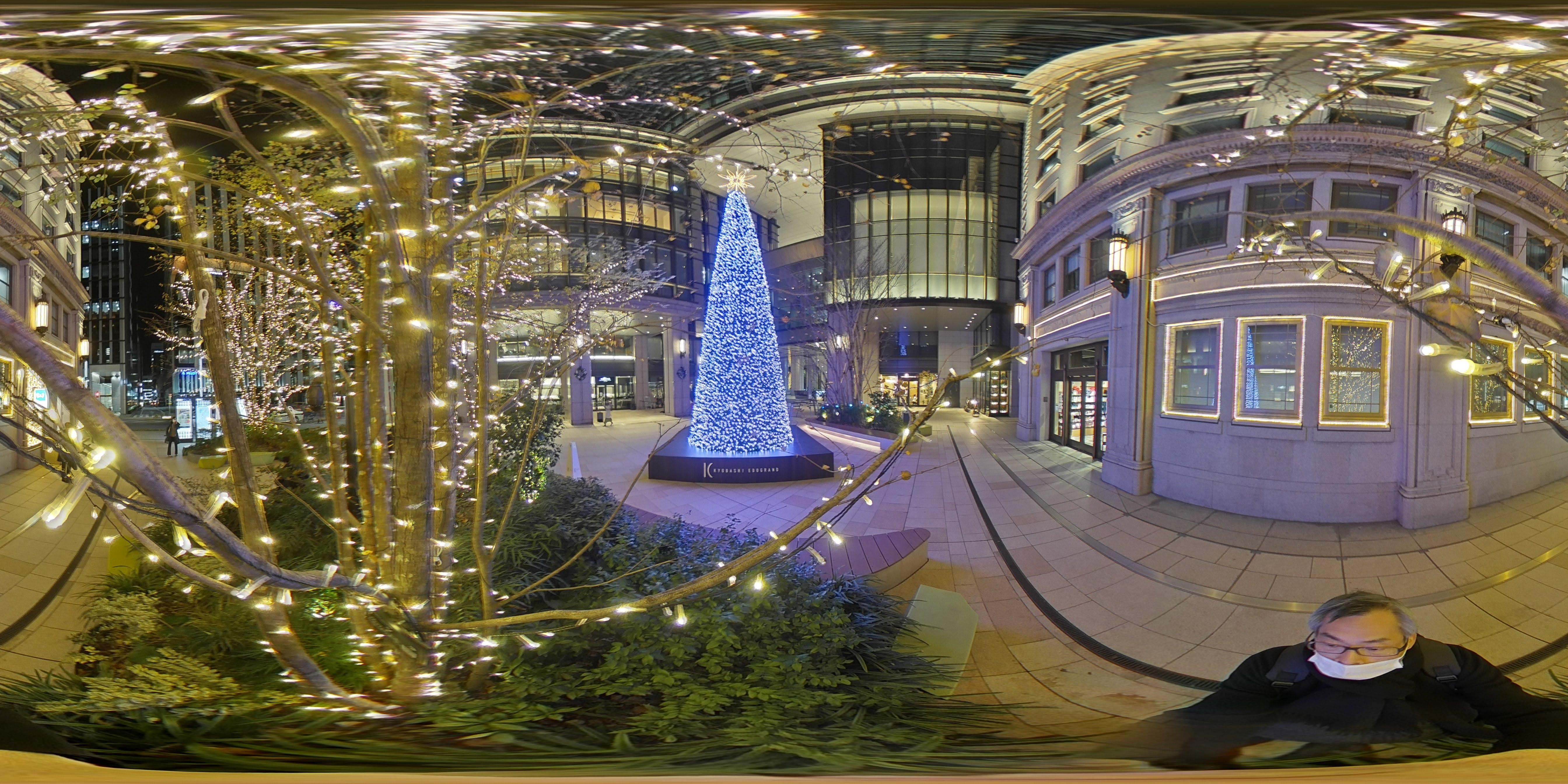 京橋駅前のクリスマスツリー 素画像