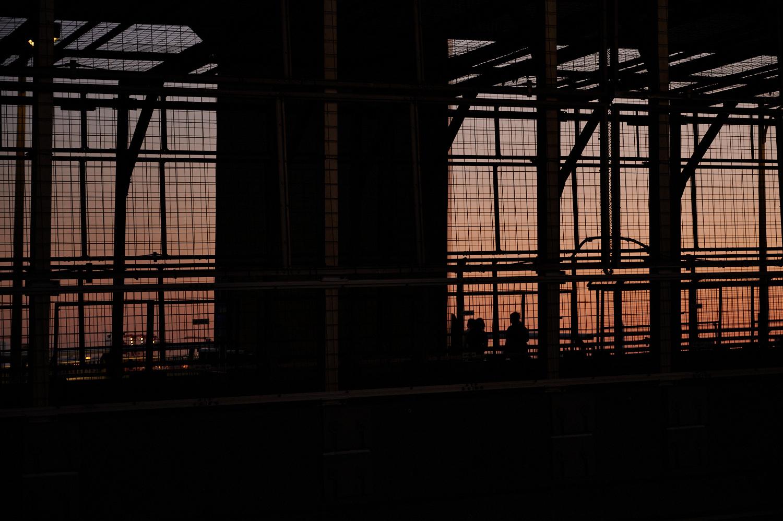 橋の高い所はフェンスで囲まれてる